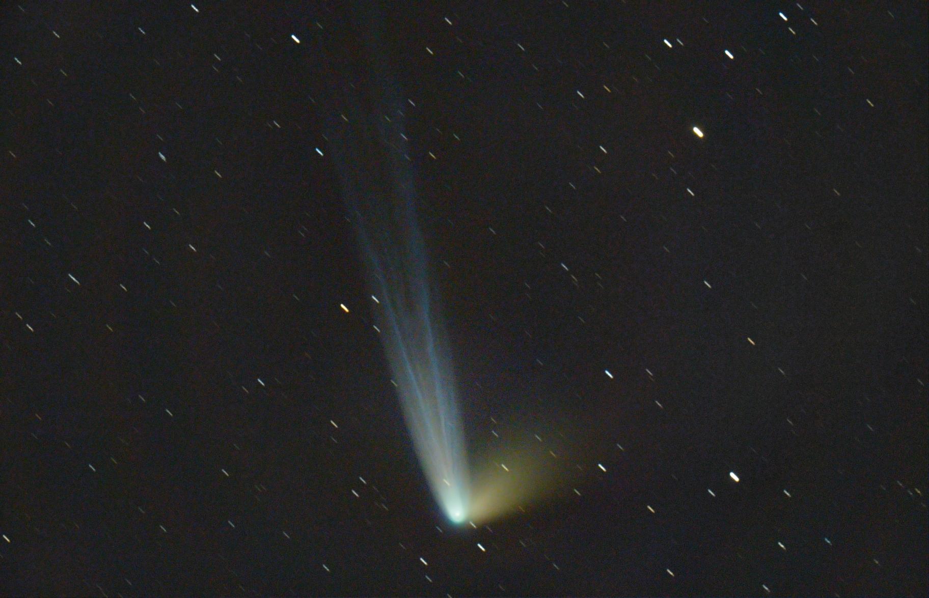Colas de cometa y rastros de estrellas