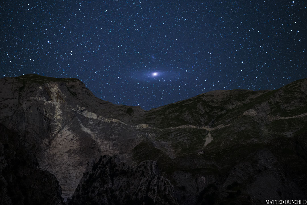 Andromeda saliendo sobre los Alpes