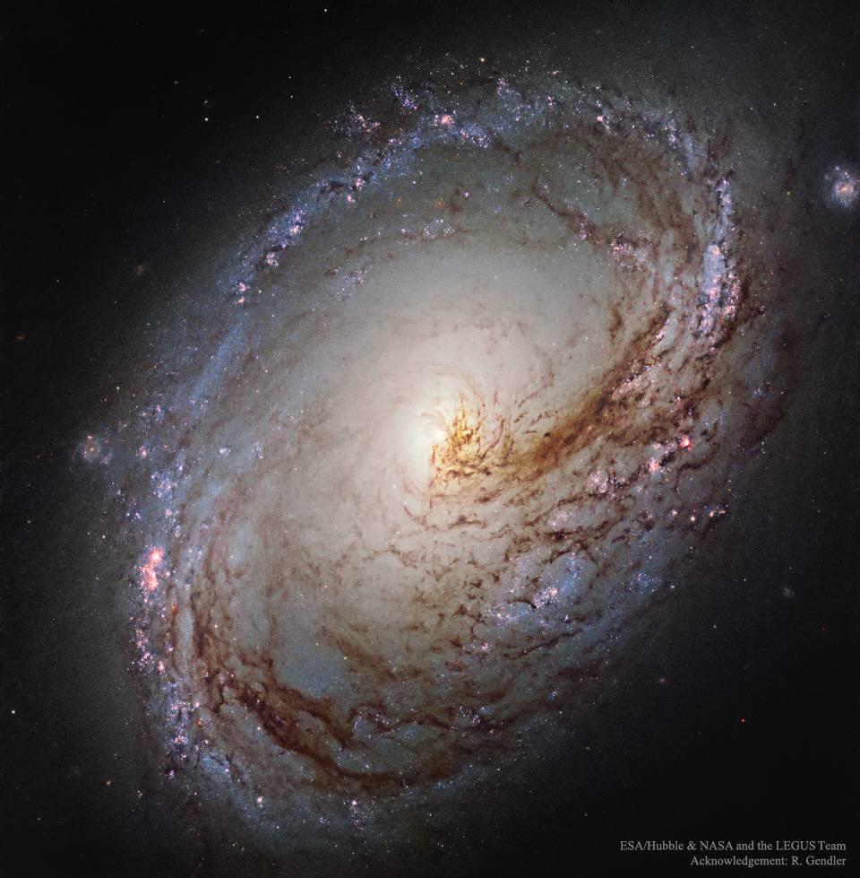 La galaxia espiral M96 desde el Hubble