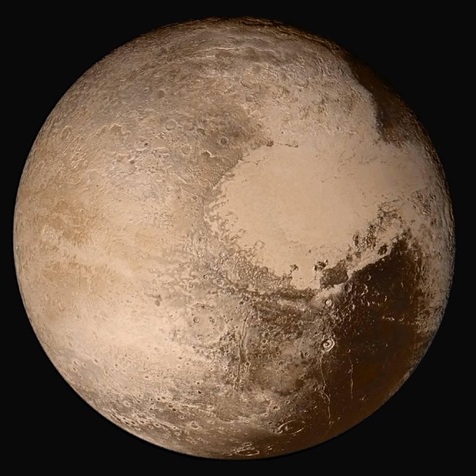 Sobrevolando Plutón