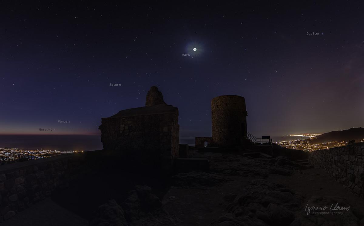 Cinco planetas sobre el Castillo de Burriac