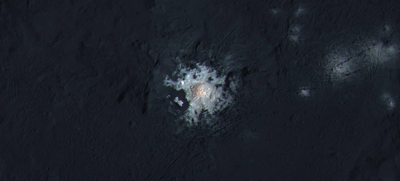Una mirada cercana a los puntos brillantes de Ceres