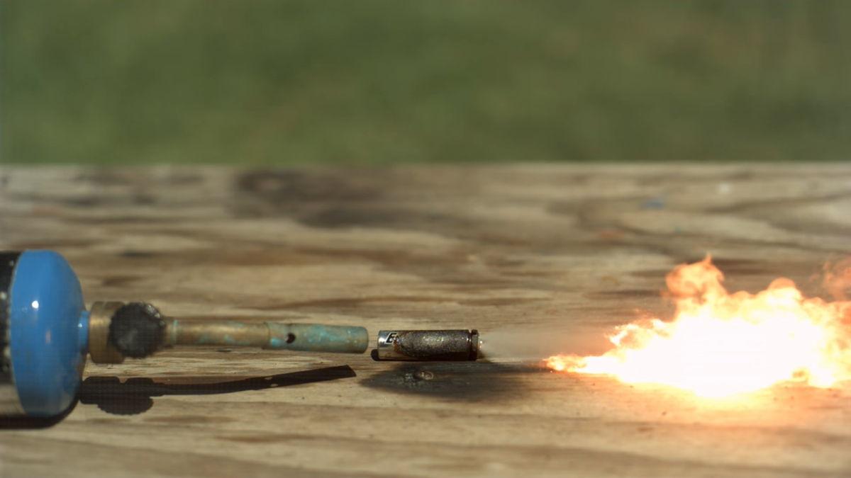 Baterías de todo tipo explotando a cámara súper lenta