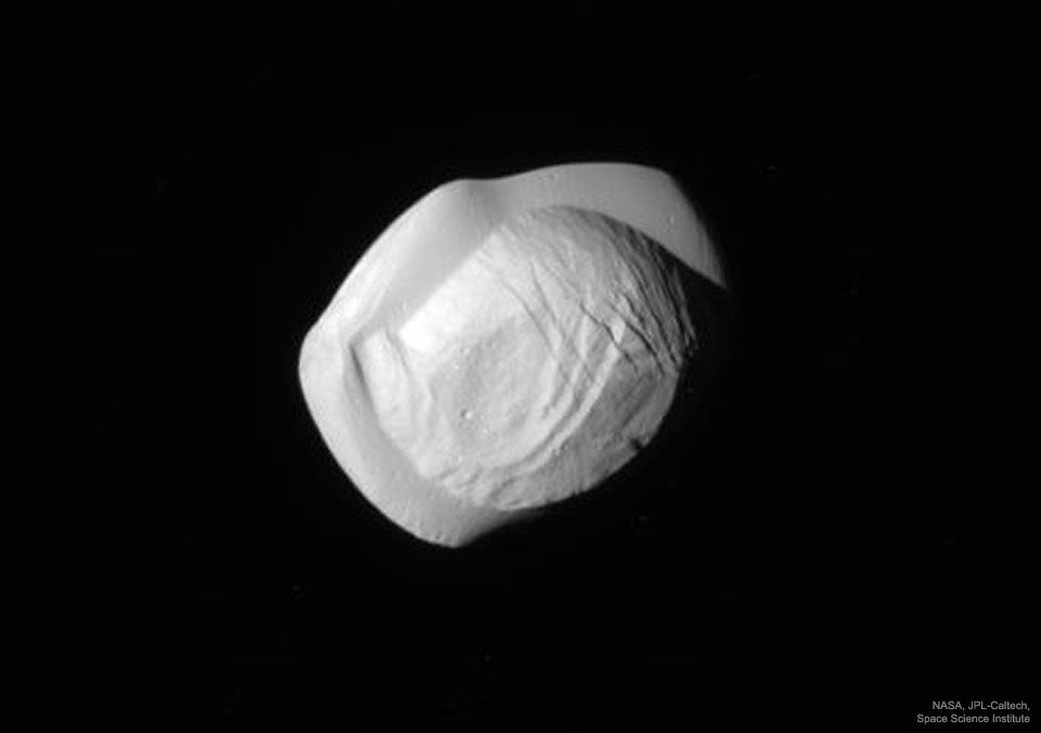 Pan Satelite Natural de Saturno