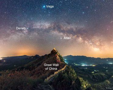 El triángulo de verano sobre la Gran Muralla The Summer Triangle over the Great Wall