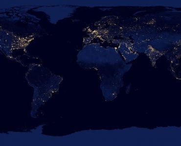 tierra en la noche
