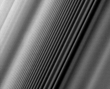 ondas de densidad en los anillos de saturno